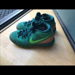 Kyrie boys b-ball Sneakers